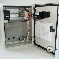 Liquid material moisture analyzer